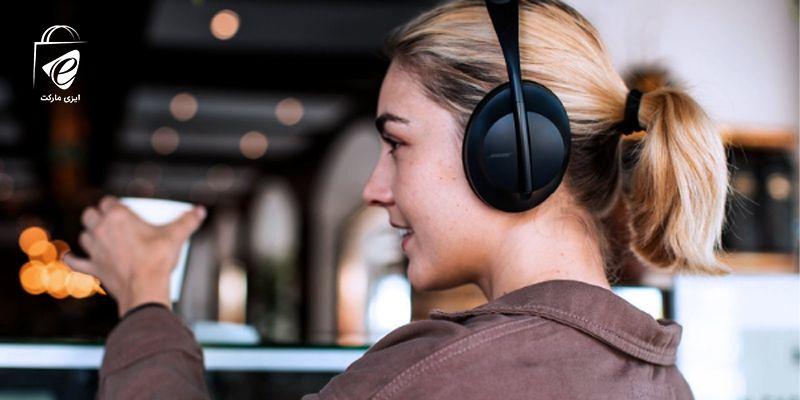 گوش دادن به موسیقی با هدفون بی سیم